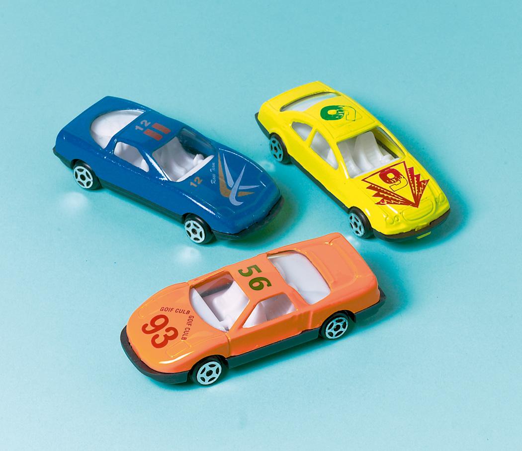 12 kleine Spielzeugautos